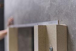 Vorwandmontagesystem- Messen, Sägen und Vorbohren oberer Winkel